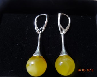 Charming silver earrings with beautiful, 100% natural Baltic Amber gems. Pieces of amber are set in sterling silver (Ag 925).