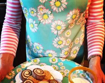 """Daisy """"Innocence"""" Apron // Daisy Apron // Floral Apron // Cotton Apron// Cooks Apron// Housewarming//Womans Apron// Homewares gift"""