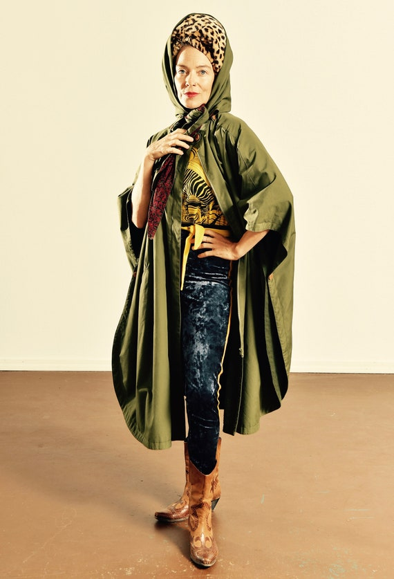 Gallery Woman 2X Winter Cape/ Army Green Cape with