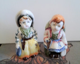 SALT AND PEPPER very old, mint condition. very collectible