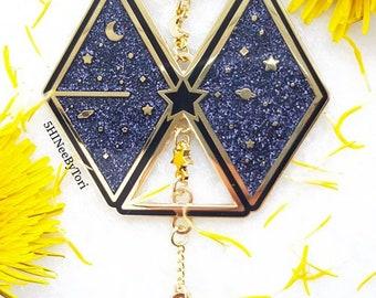 """EXO """"Universe"""" pin w/chains & charm"""