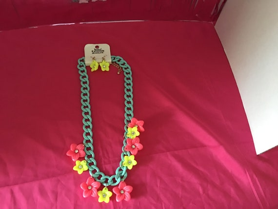 Chain flower necklace with matching earrings