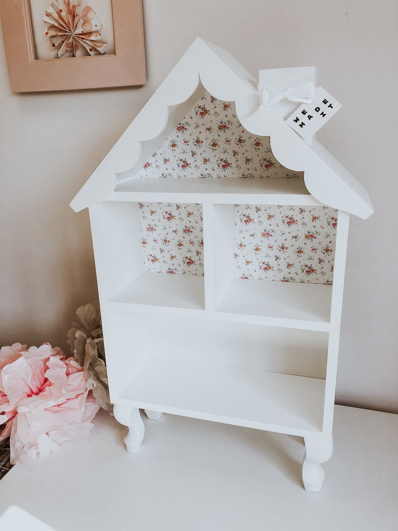 Doll house on Louis/'s legs