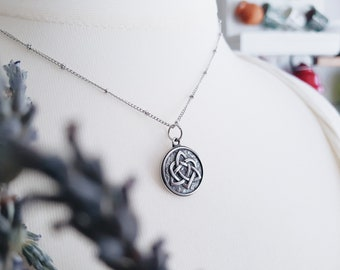 TRIQUETRA Necklace STAINLESS STEEL 316 Trefoil Trinity Knot Witch Eternal Love Romantic Celtic Symbol Wedding Bohemian Pendant Talisman