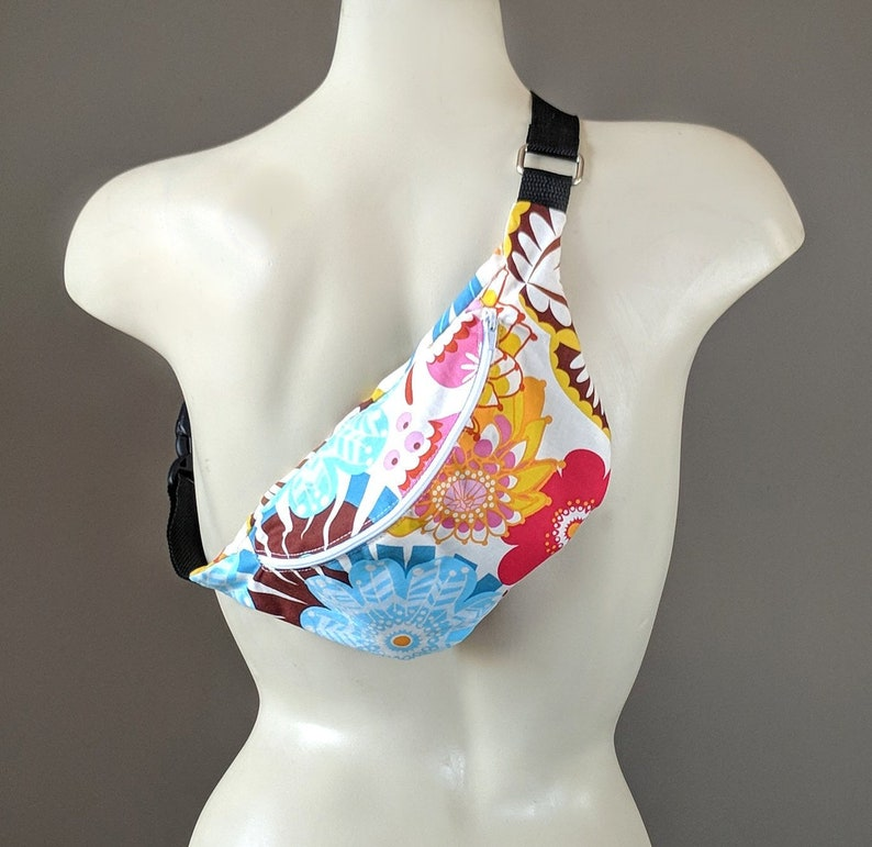 Colorful Floral Fanny Pack XL Hiking Strong Clip Hip Bag Big Waist Pouch Water Resistant Belt Bag Flowers Pattern Bum Bag Across Body