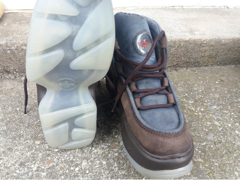 Platform woman shoes Brown 90s underground style