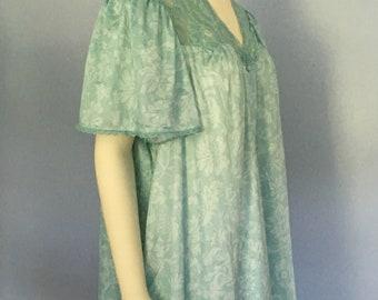 b292cfc442f Vintage plus size lingerie