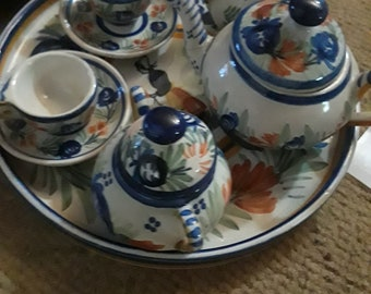 This is a very very very old vintage Mini fully set tea cup party assembly