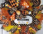 Welcome Candycorn Wreath, Halloween Wreath, Deco Mesh Wreath, Halloween Doorhanger, Orange and Black Deco mesh wreath