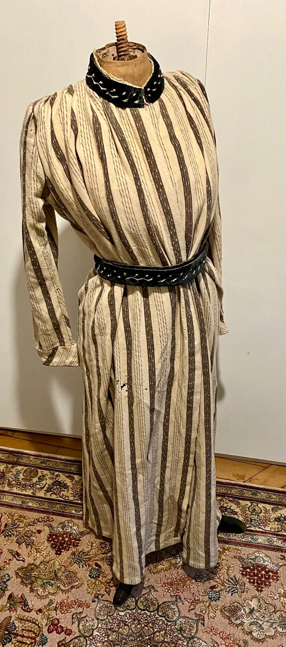 1890 dressing gown