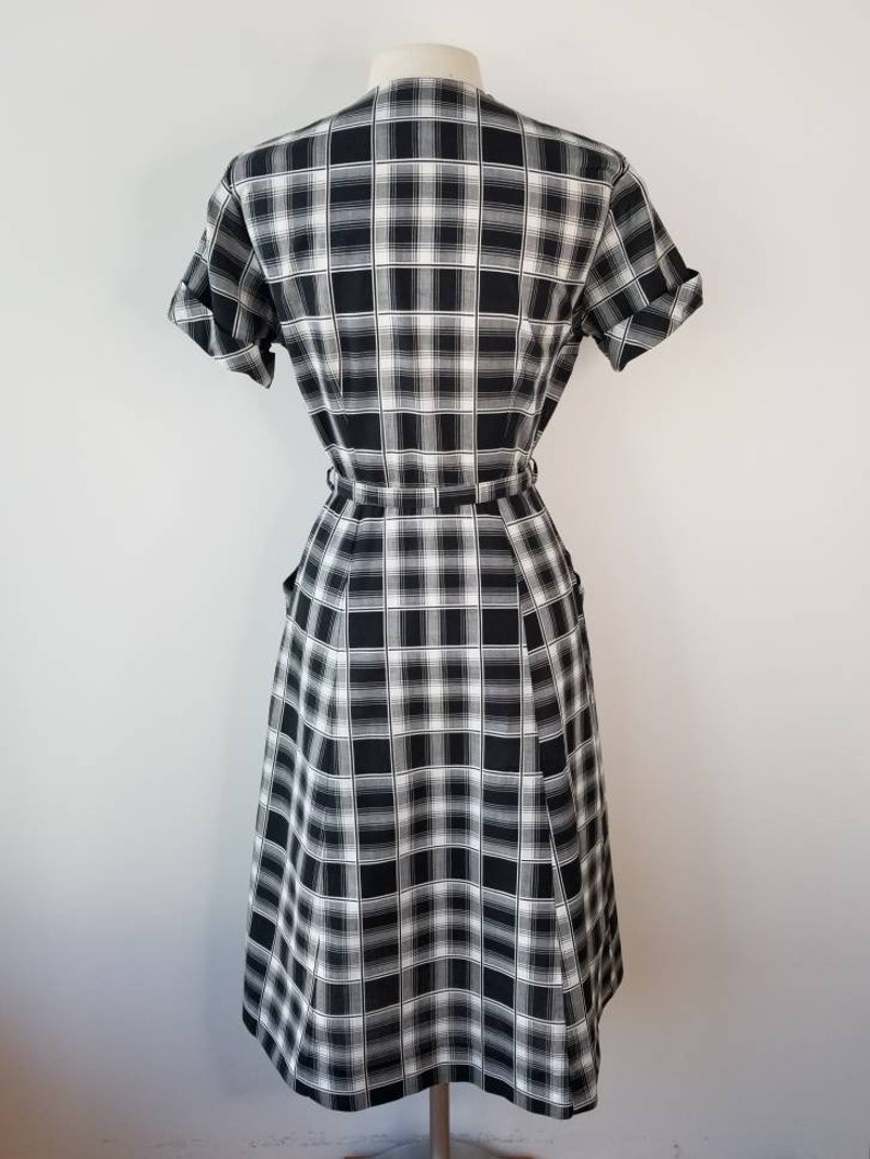 Vintage 1950s Size M black /& white plaid cotton dress with original belt by Hattie Leeds  50s plaid dress  1950s cotton  Medium  27W 28W