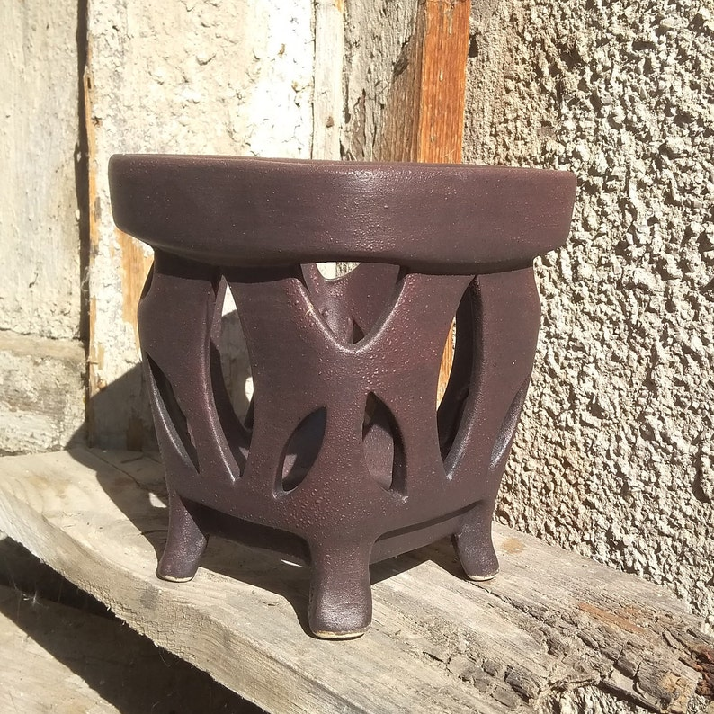 The surface imitates the bark of a tree Orchid pot On the legs Square shape Brown black. Big