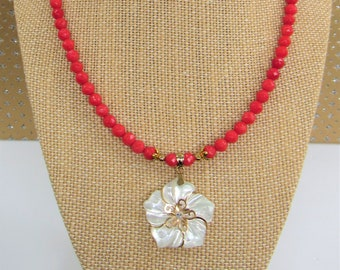 Red Coral Bead Necklace,Pearl flower pendant,Faceted round coral beads,Mother of Pearl,Coral Gemstone,MOP flower,Red Coral,Gold Pearl flower