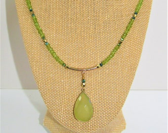 Peridot Necklace,Green Chalcedony,Faceted Stone,20 inch necklace,Genuine Gemstone,Peridot Bead,Gold Bezeled Stone,August birthstone,Peridot