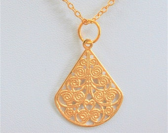 14K Gold pendant, filigree fan shaped , Gold cable chain, French styling,Gold 2 sided charm,Vintage
