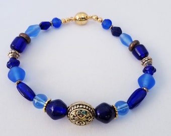 XL Sea Glass Bead Bracelet,Blue 9.5 inch -Gold black design 2 sided Bead - gold spacers, gold magnet closure ,100% glass beads