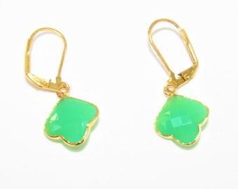 Green Leaf Onyx earrings,Gold leafed Gemstone,Green Onyx earrings,two sided faceted leaf,green earrings,Gold Leverbacks,Gold Green Earrings