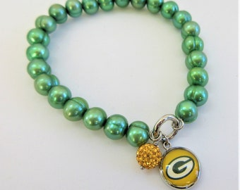 NFL charm genuine green pearl bracelet,Choice Green Bay,NY Jets,Seattle Seahawk,OR no team charm,Choice Wire/lobster clasp,or stretch