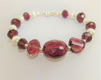 Purple Crystal Bracelet,Crystal Pearl Bracelet,Faceted purple Bead Bracelet,Purple Crystal beads,Purple Crystal ,Silver Magnet bead,Bracelet