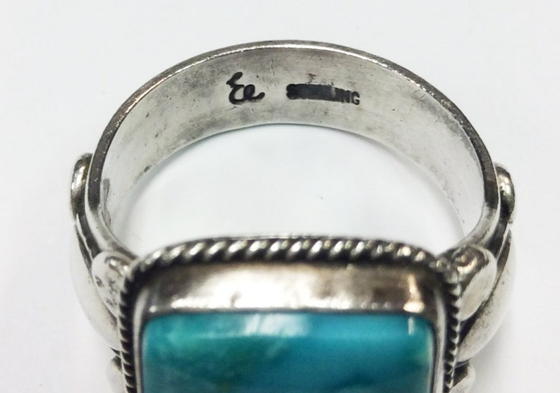 Beautiful Sterling silver Native American ring w turquoise Hallmarked