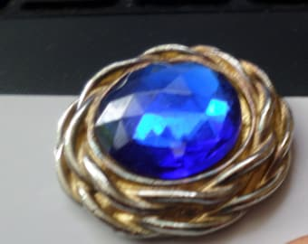 Vintage Costume Jewelry Clip-on Earrings Blue Sapphire Color w/Gold Accent Metal