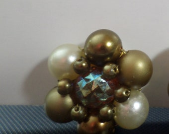 Vintage Costume Jewelry Clip-on Earrings Faux Pearl Bronze Gold/White Cluster