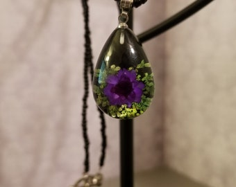 Flower Pendant Beaded Necklace