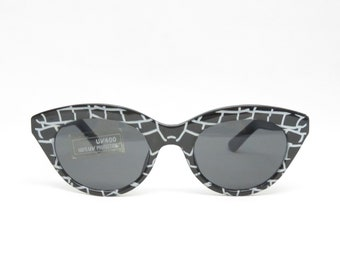 Vintage sunglasses in black white, grey tinted glasses, vintage glasses for women from the 90s, cateye sunglasses, retro trend,