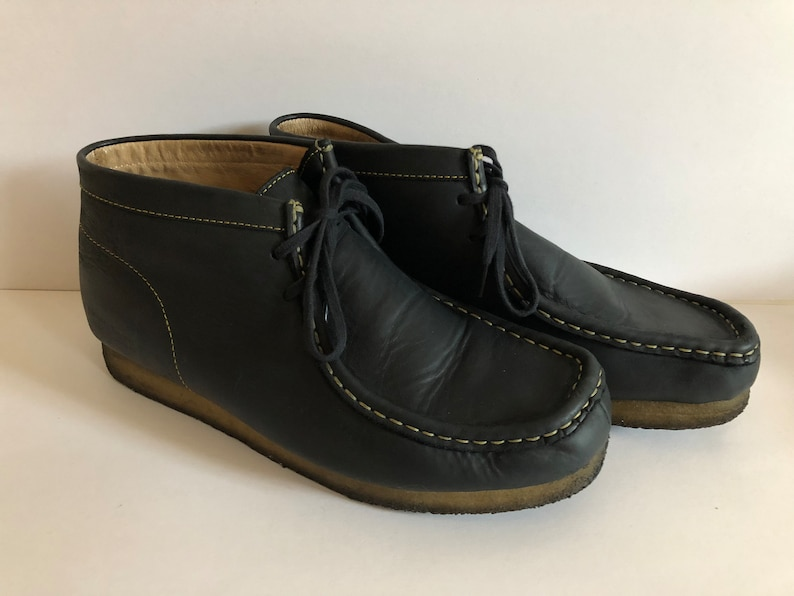 36a6c985ce96f5 Vintage Clarks Wallabees Made in England Size 8 Navy Beeswax