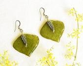 Green leaf earrings, Natural earrings, Spring earrings, Bohemian earrings, Nature dangle earrings, Green earrings, Leaf jewellery, Gift idea