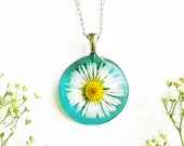 Pressed daisy necklace, White daisy necklace, Aquamarine jewelry, New Mom Gift, Cute necklace, Meaningful baby shower gift, Pretty Necklace