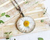 Dainty daisy necklace, Pressed daisy flower necklace, White flower necklace, Bridal shower gift ideas, Flower girl jewelry, Bridesmaid gifts