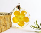 Yellow flower necklace, Pressed flower necklace, Buttercup necklace, Resin flower necklace, Buttercup jewelry, Gifts for her, Yellow jewelry