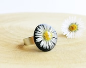 Real daisy ring, Daisy resin ring, White flower jewelry, Adjustable flower ring, Pressed daisy jewelry, Black resin ring, Gifts for sister
