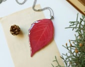 Red leaf necklace, Dry leaf necklace, Gift for Mom, Nature lover necklace, Mother's Day gift ideas, Autumn necklace, Red flower jewelry