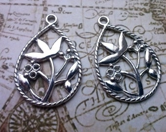 6 drops pendant with floral pattern