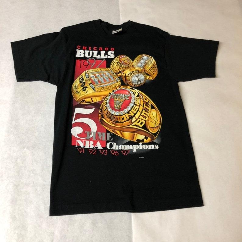 cc041a4a46c8 Chicago Bulls 1997 5-time NBA World Chanpions Vintage T-shirt