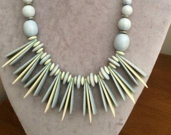 Vintage 60s mod choker lucite statement necklace