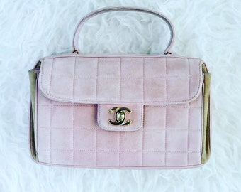 c4885a46a910 Vintage CHANEL CC Logo Pink Suede Turnkock Top Handle Satchel Flap Bag Purse  Clutch Case Pouch Gold Hardware Beige