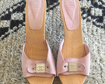 7d423bd855cc Vintage CHANEL CC Logos Pink Suede Leather Slip On Pumps Kitten Heel Mules  Sandals Wooden Clogs Slides Slip On Shoes eu 38 us 7