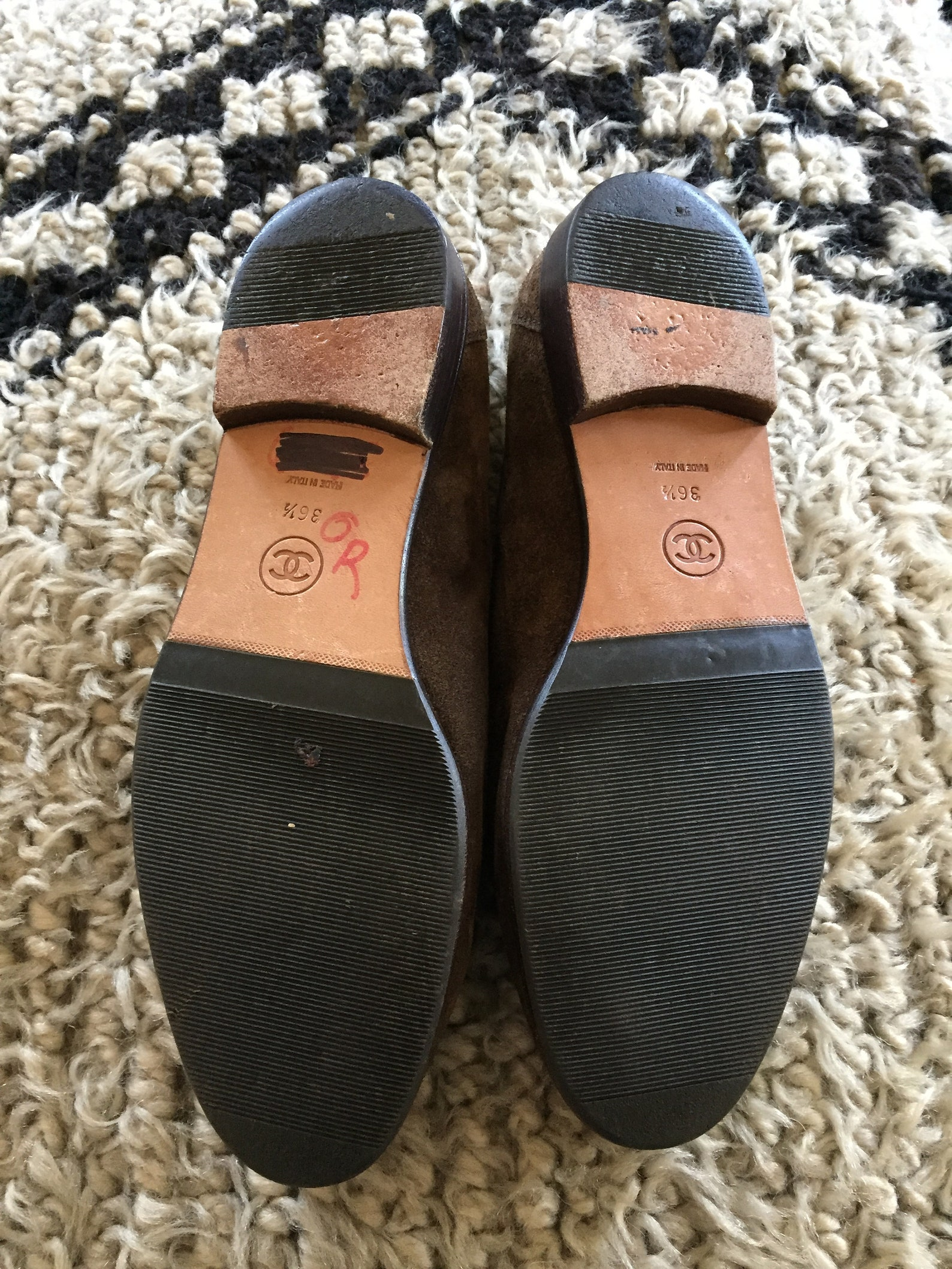 vintage chanel cc logo brown tan suede leather loafers flats driving shoes smoking slippers ballet flats 36.5 us 6
