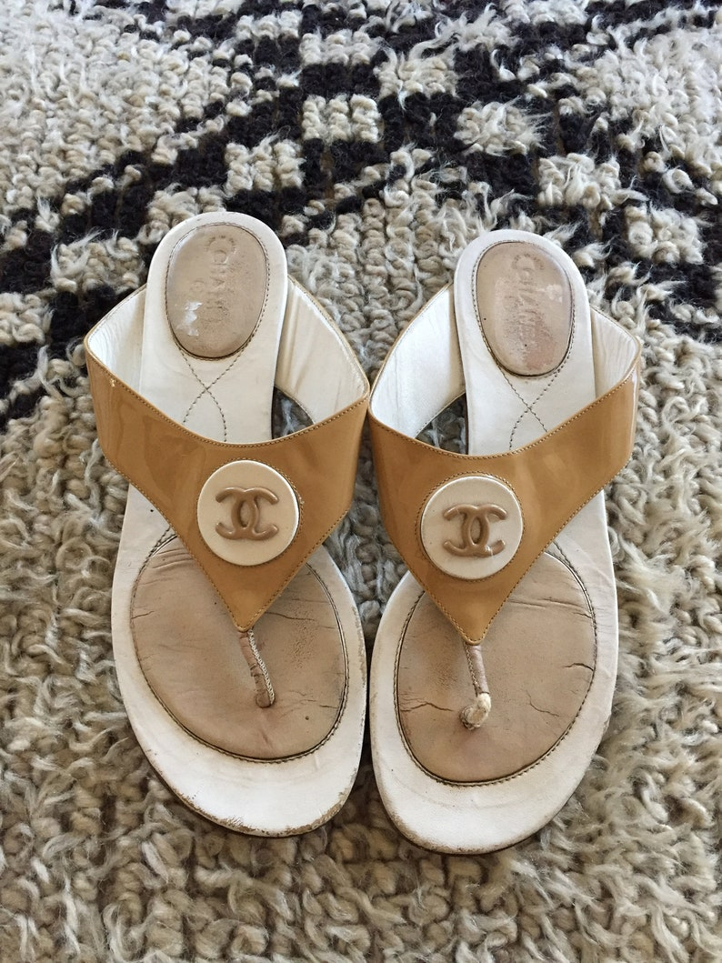 4feaa0c7effc Vintage CHANEL CC Logos Beige White Patent leather Thongs