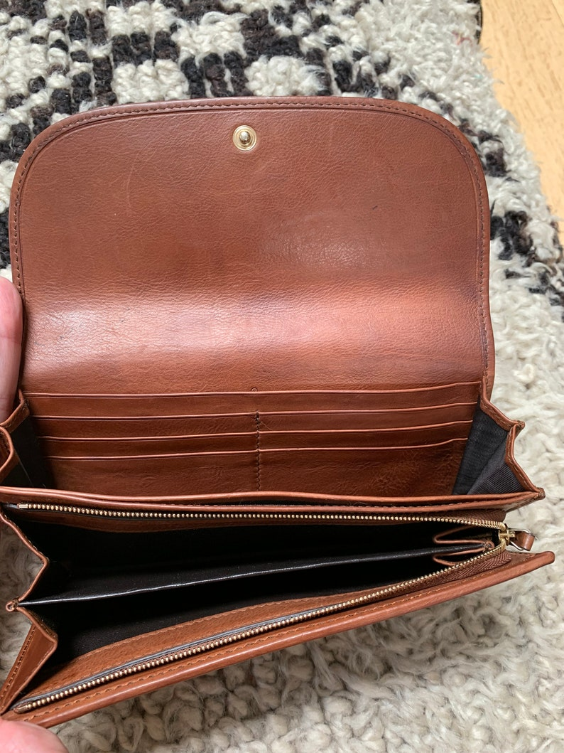e2524fdcedbf3 Vintage GUCCI GG Logo Tan Cognac Brown Leather snap Clasp Line Supreme Snap  Button Closure Wallet Card Holder Coin Case Purse