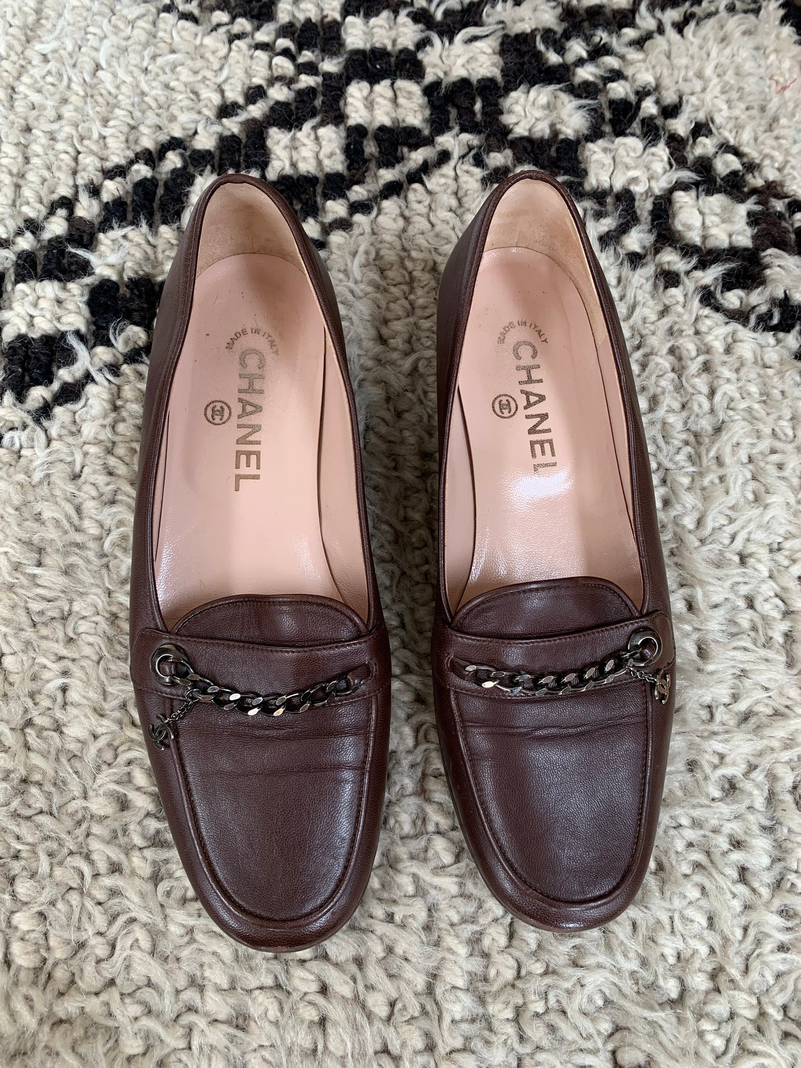 vintage chanel silver metal cc logo chain brown leather loafers flats driving shoes smoking slippers ballet flats eu 37 us 6 - 6