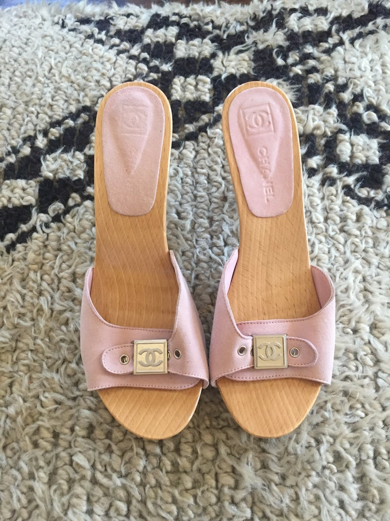00f7886142a Vintage CHANEL CC Logos Pink Suede Leather Slip On Pumps
