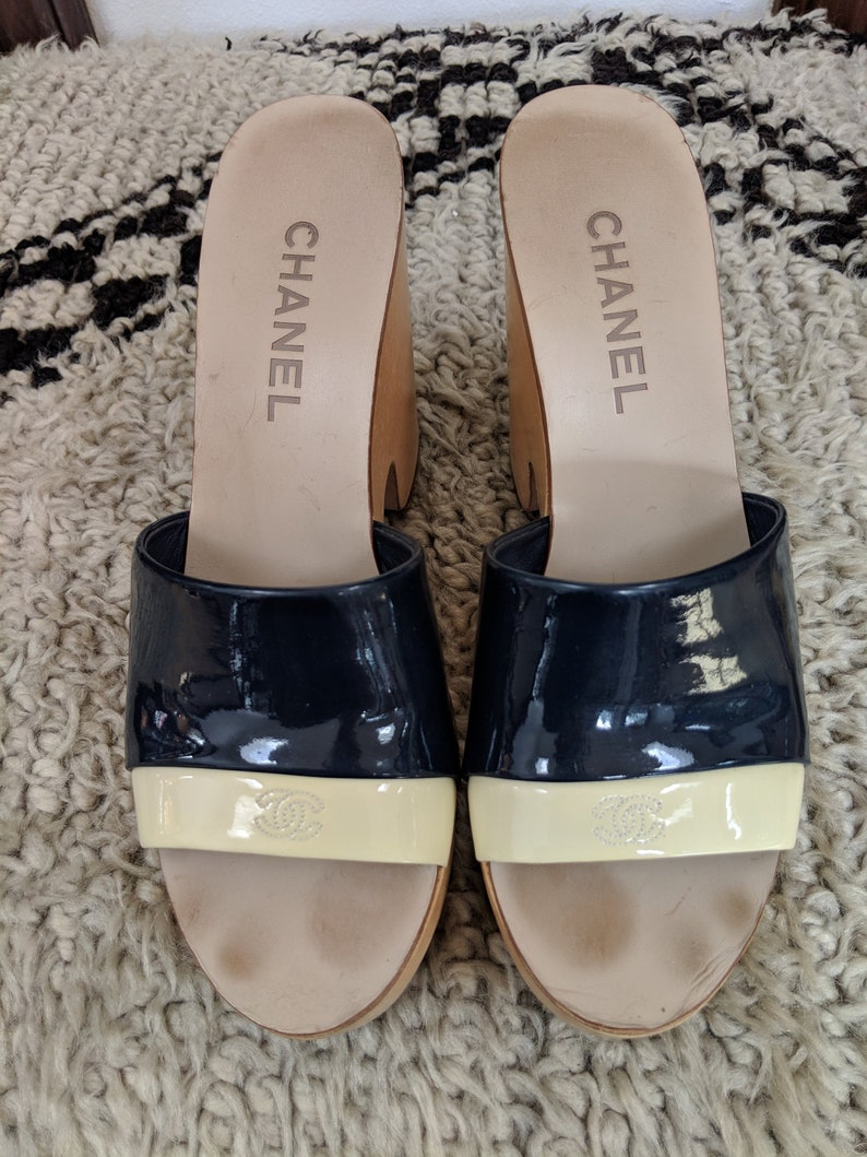 7a742ed42 Vintage CHANEL CC Logos Navy Blue White Striped Patent Leather
