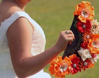 Bouquet mariage eventail et fleurs de satin