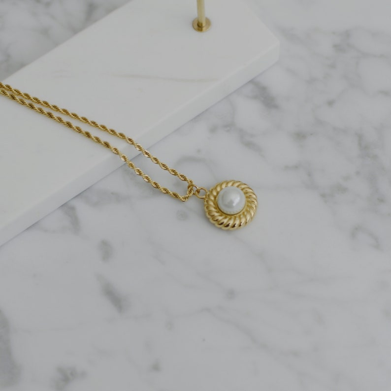 Twist Rope Necklace French Styled 18K Gold Plated Titanium Acrylic Pearl Pendant Necklace
