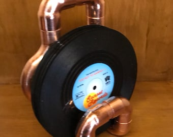Vinyl drinks coasters with copper pipe stand