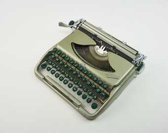 Groma Kolibri Ultra-Slim Portable Typewriter with QWERTZ Keyboard - Made in East Germany - 1950's